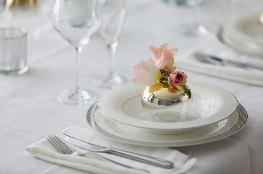 10 ideas with flowers and napkins for the table