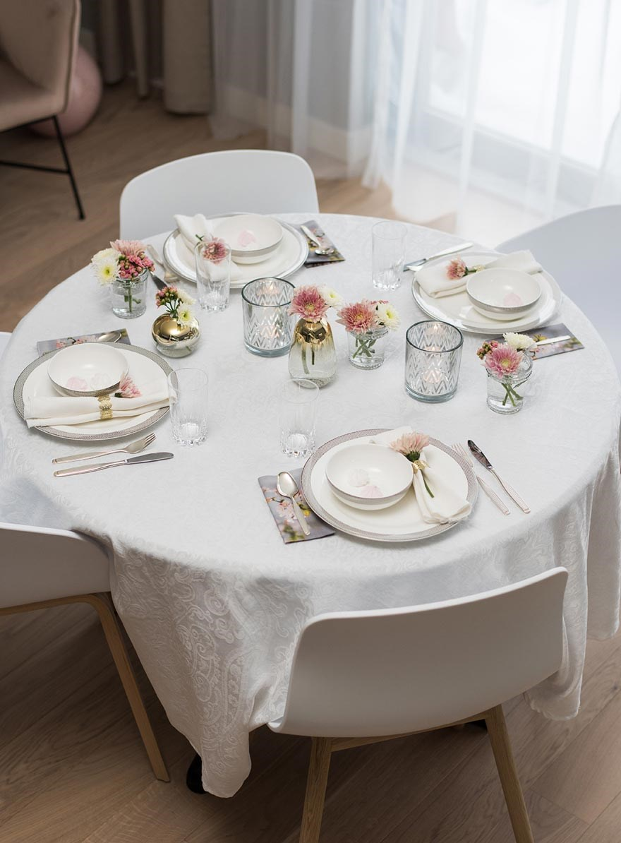 table setting in white pink gold
