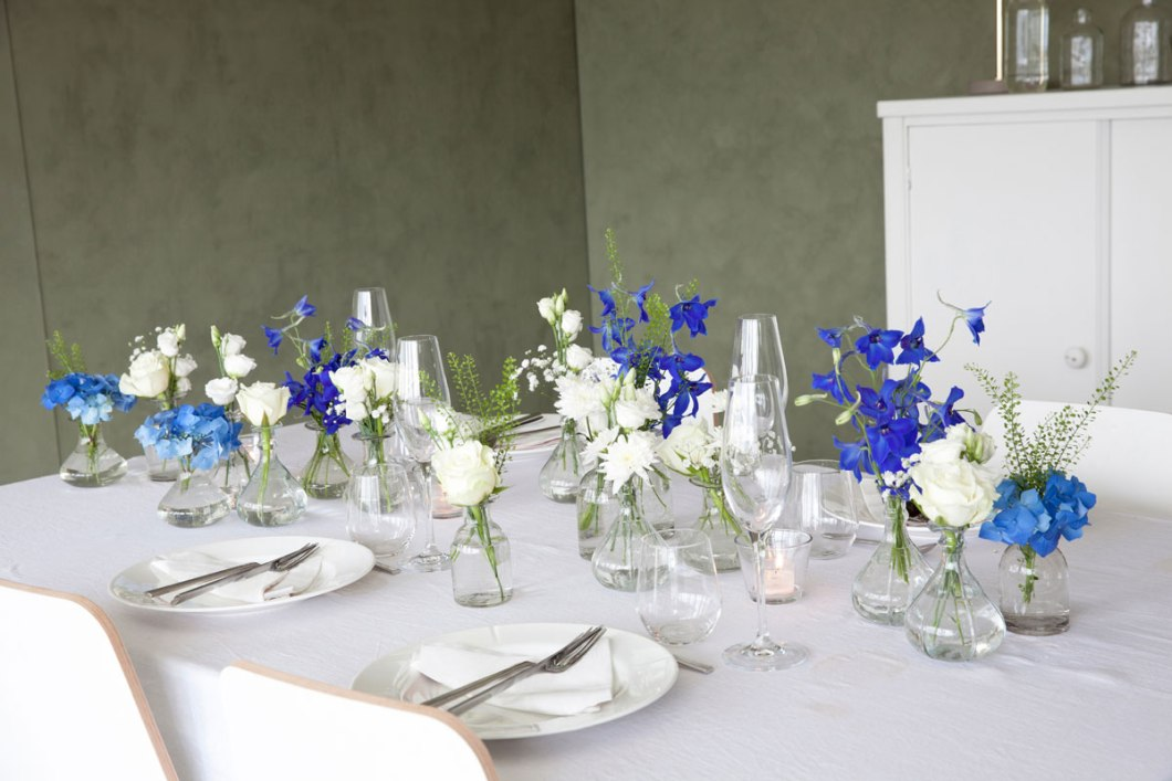Table setting with blue and white flowers