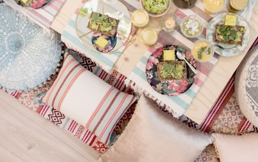 creative table setting for your summer party