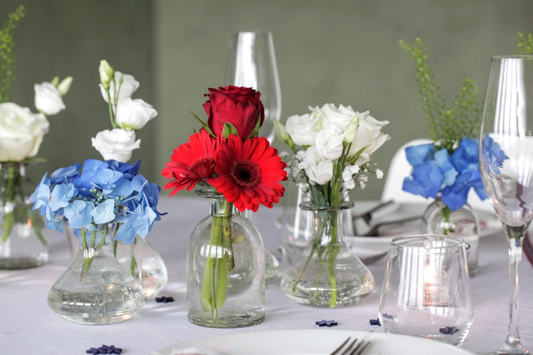 Table setting flower arrangement