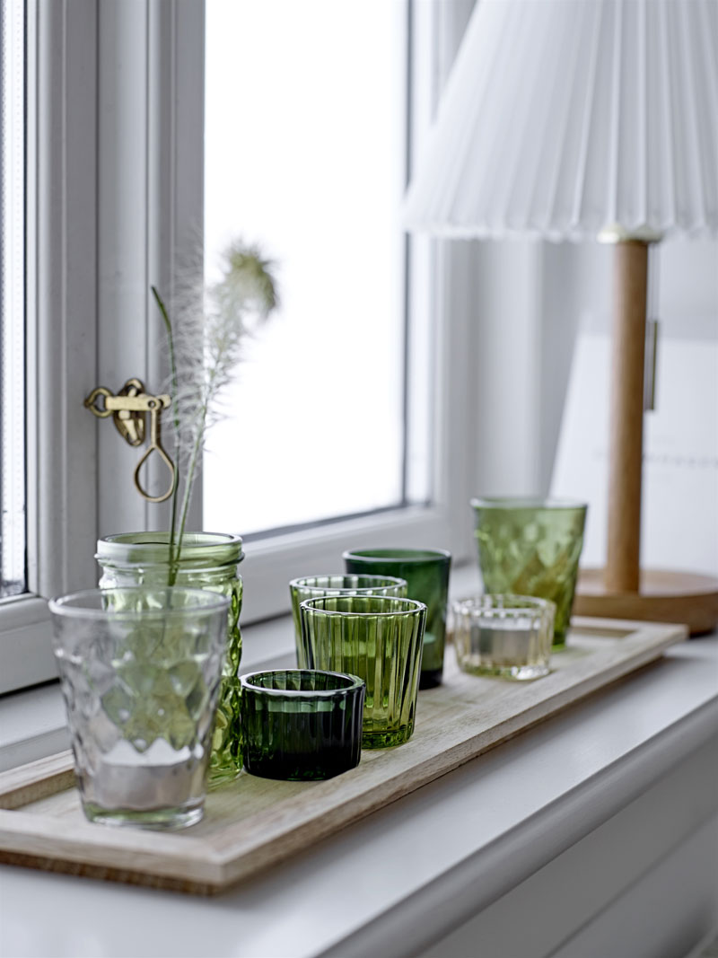 How to decorate window sill
