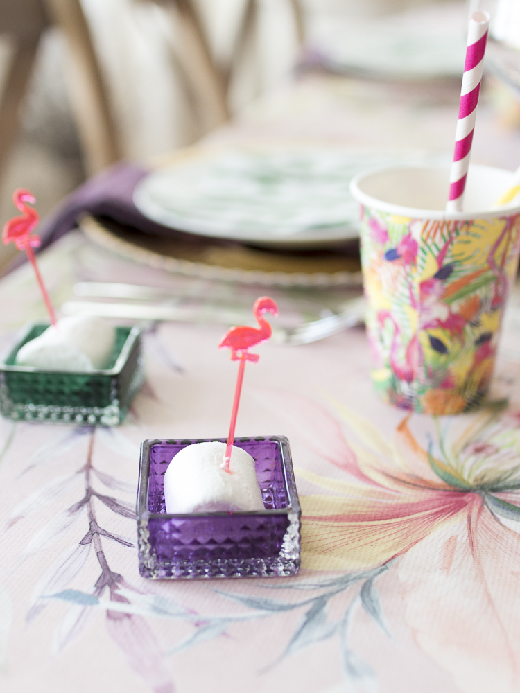 Creative table setting with flamingos and cactus on my blog: mariannedebourg.no