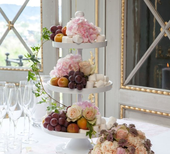 How to decorate with fruit and flower for a wedding