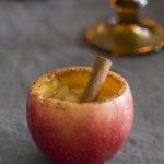Herlig høstdrink i hjemmelaget kopp av eple!