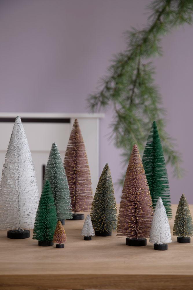 Kunstige minijuletrær i ulike farger.