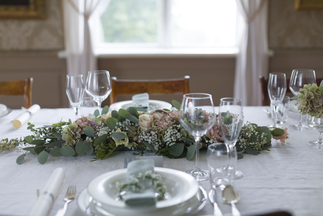 Bryllupsbord og tips om blomsterdekorasjoner