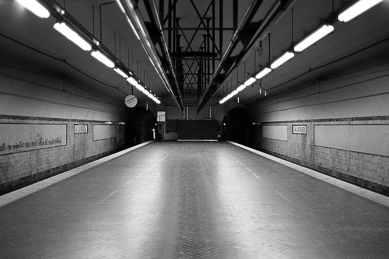 """""""Av. La Plata"""" station, """"E"""" line."""