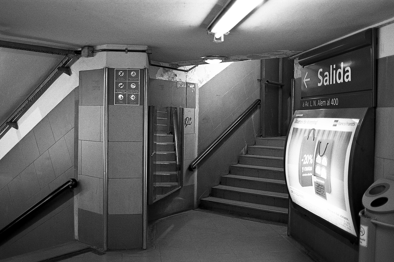 "Stairs at ""Leandro N. Alem"" station, ""B"" line."