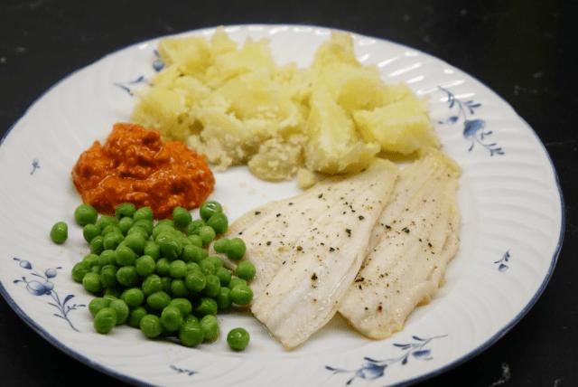 Smörstekt rödspätta med romescosås