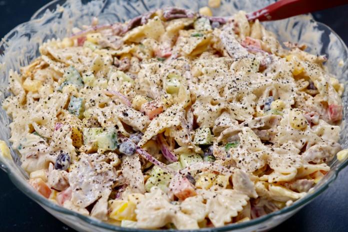 Krämig pastasallad med grillad kyckling