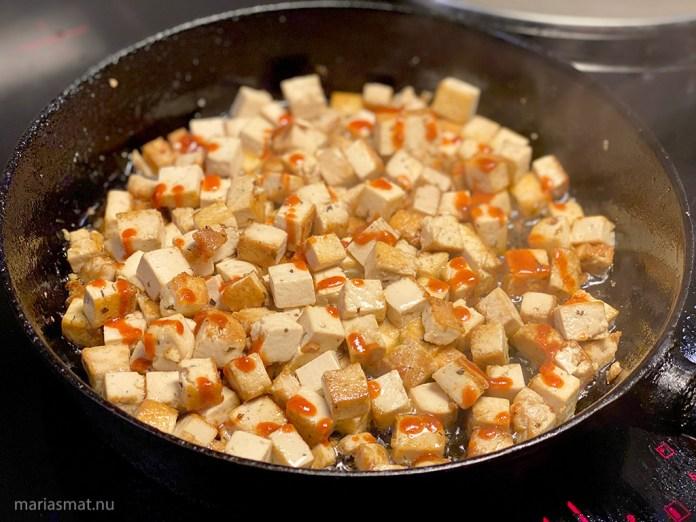 marinerad-tofu-med-stekta-nudlar