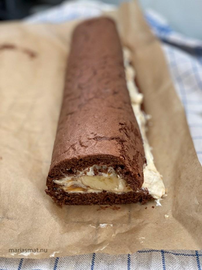 Chokladrulltårta med kola och banan