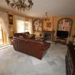 2900003-spacious-living-room
