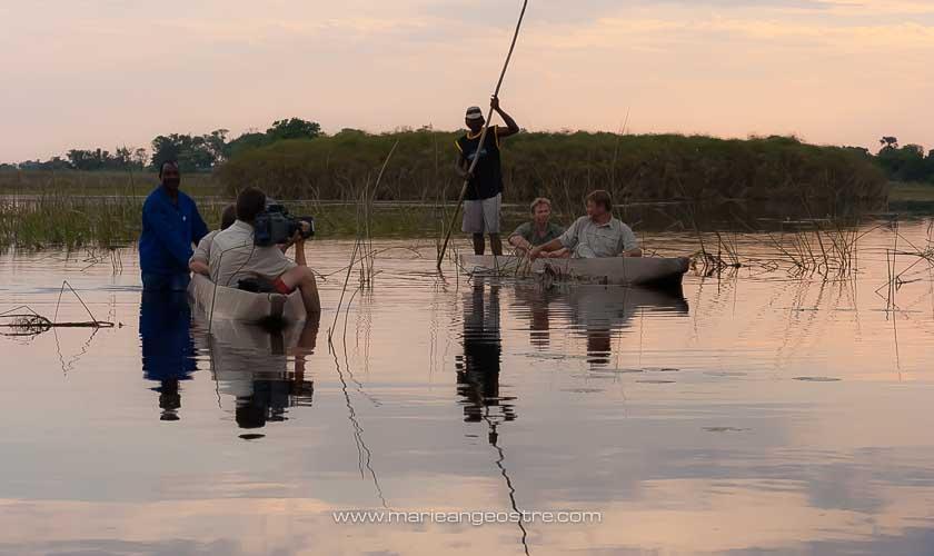 Botswana, tournage des Carnets d'Expédition sur le delta de l'Okavango © Marie-Ange Ostré
