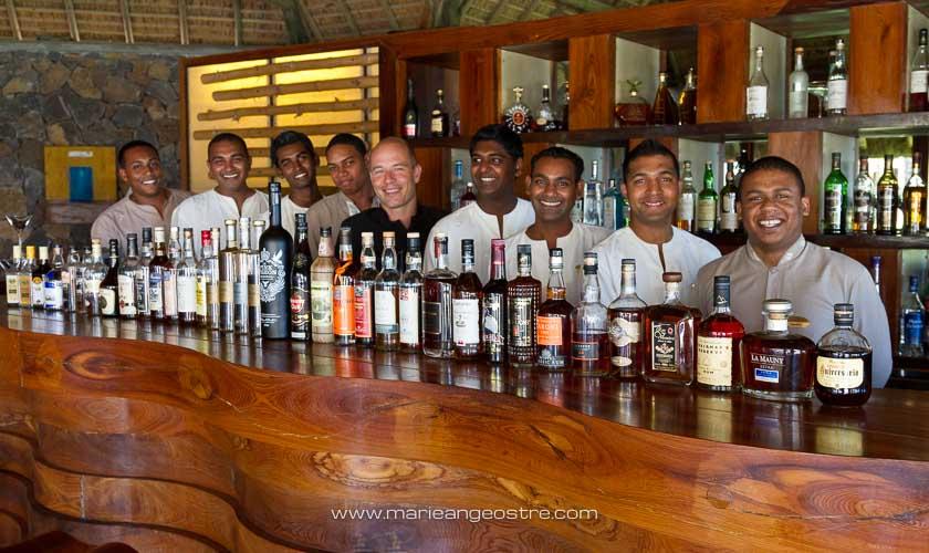 Île Maurice, hôtel Belle-Mare Plage, l'équipe du bar © Marie-Ange Ostré