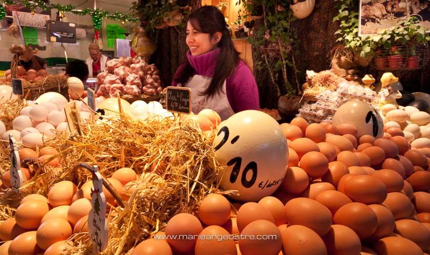 Espagne, vendeuse d'oeufs au marché de La Boqueria à Barcelone © Marie-Ange Ostré