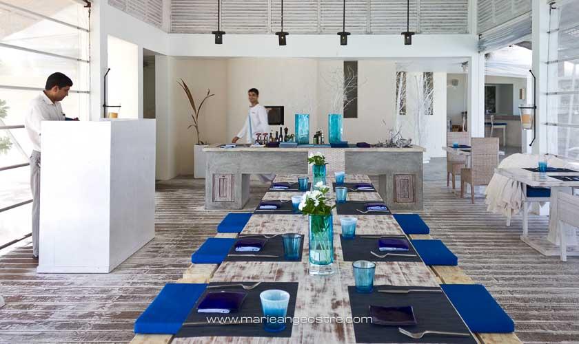 Maldives, Four Seasons Landaa Giraavaru, beach restaurant © Marie-Ange Ostré