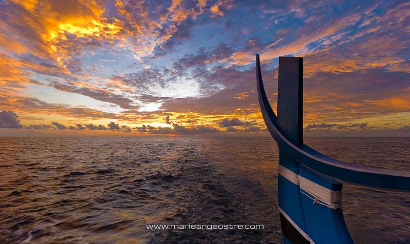 Maldives, hôtel Halaveli Resort, croisière au coucher du soleil sur un dhoni traditionnel © Marie-Ange Ostré