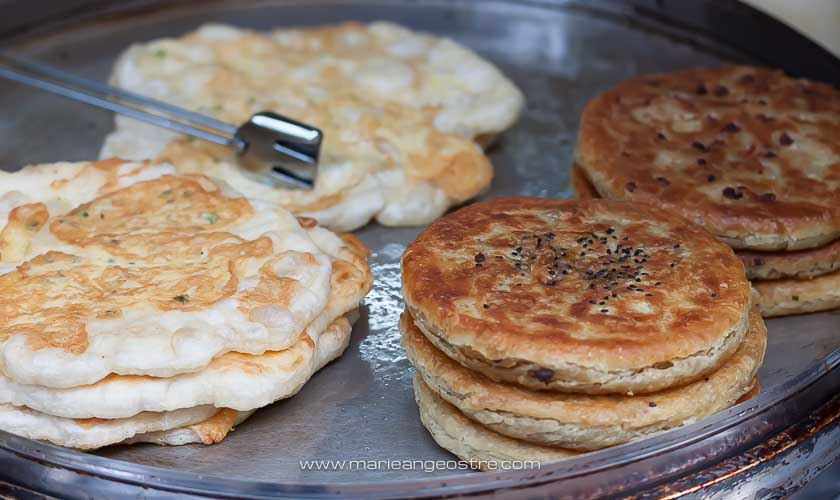 Chine, galette vendue dans la vieille ville de Lijiang, Yunnan © Marie-Ange Ostré
