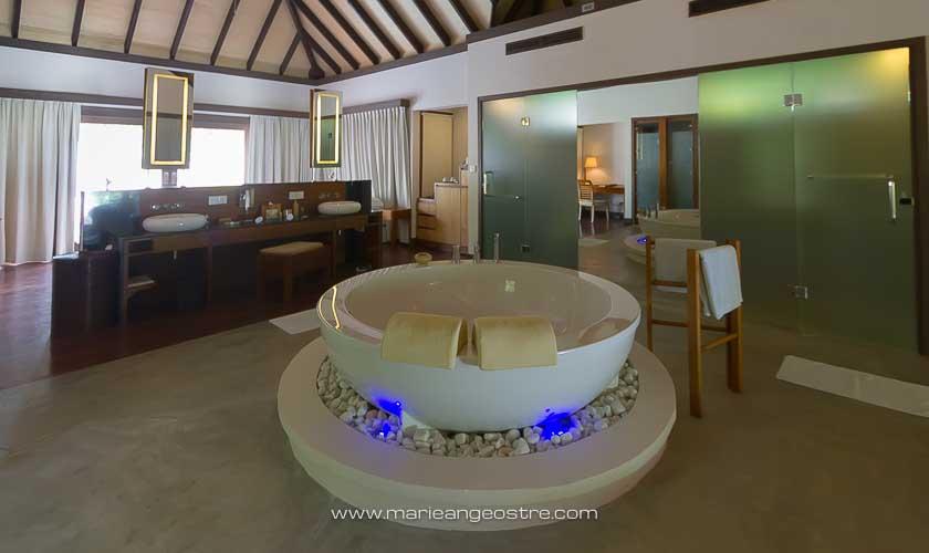 Maldives, Coco Palm Bodhu Hithi hotel, salle de bain © Marie-Ange Ostré