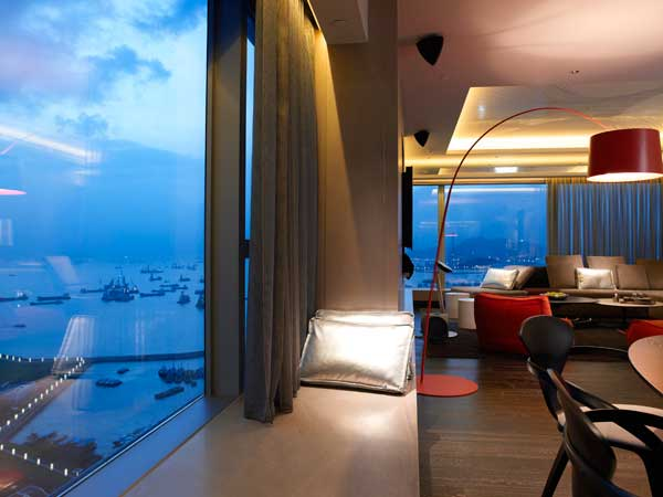 """Suite """"Wow"""" de l'hôtel W Hong Kong, avec vue plongeante sur le port (photo fournie par l'hôtel W)"""