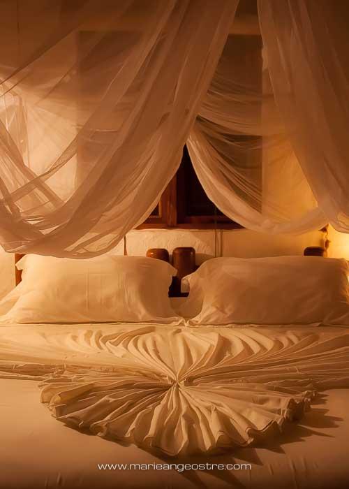 Maldives, hôtel Soneva Fushi, chambre romantique d'une villa plage © Marie-Ange Ostré