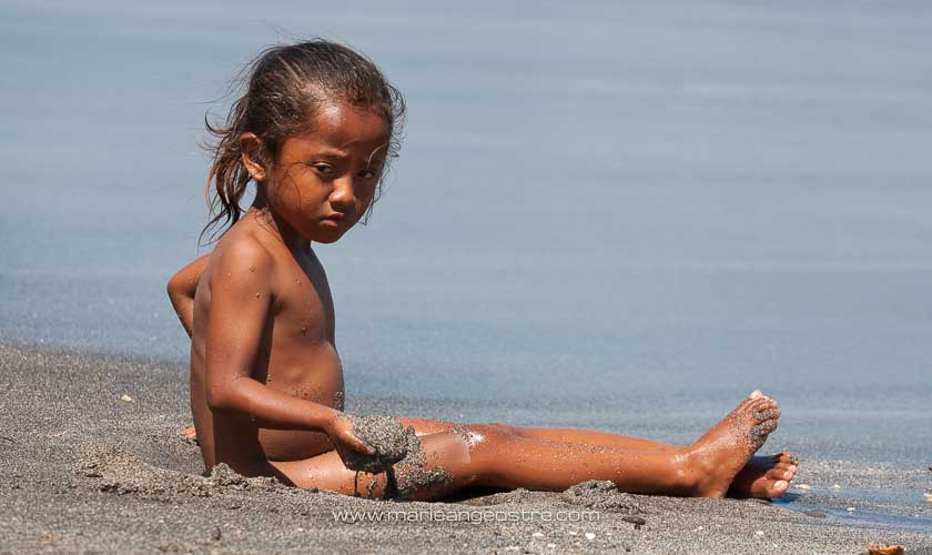 Indonésie, fillette Lomblen © Marie-Ange Ostré