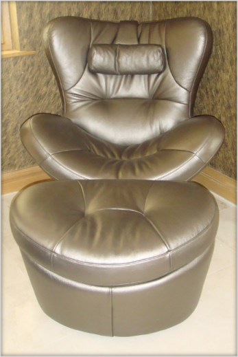 Designer Furniture : Natuzzi Ipod sound chair at Marie Charnley Interiors