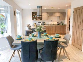 Bridge View : Dining Room Design