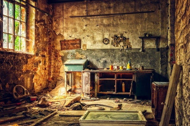 crazy maker micro fiction image of a dishevelled workshop