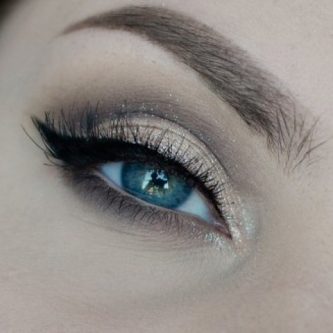 isadora winged eyes