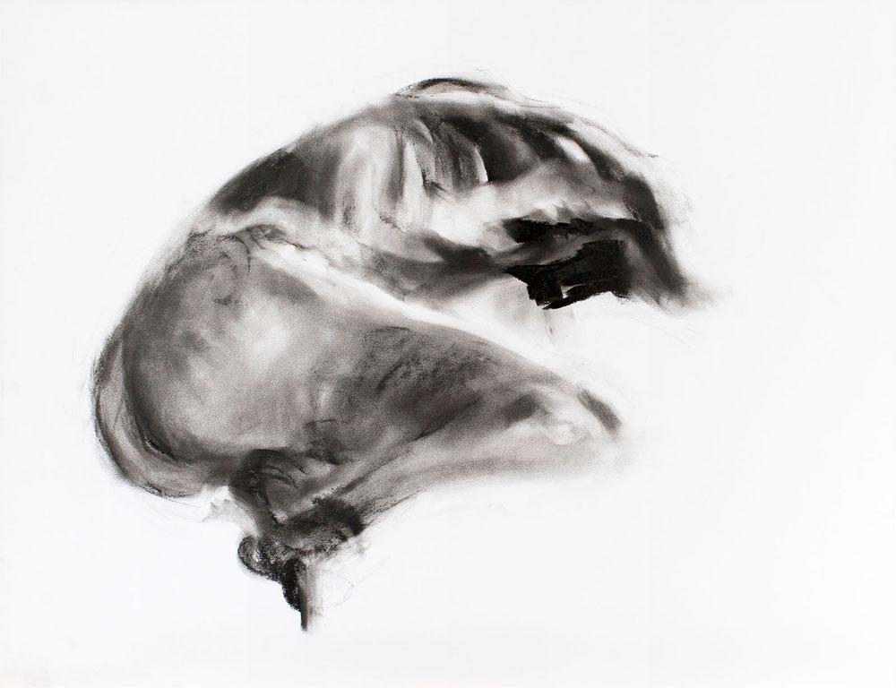 tekening liggende man, houtskool