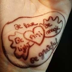 dessin main cœur ailé ami