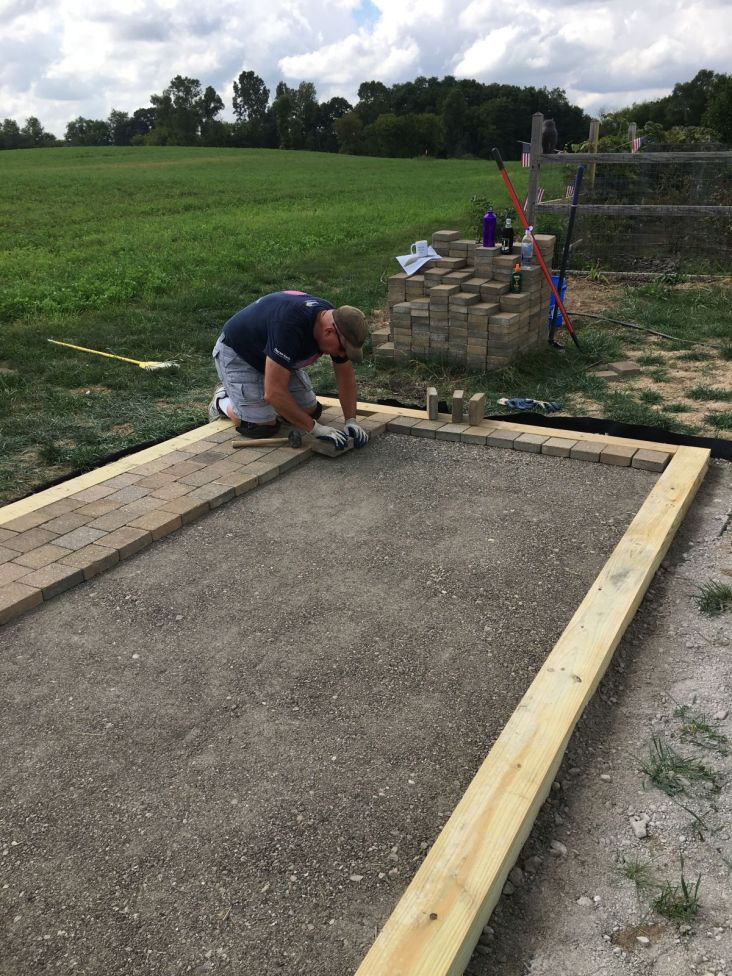 """Setting Pavers in Running Bond Pattern with 1/8"""" Gap"""