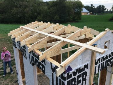 Trusses Installed with One Temporary Purlin