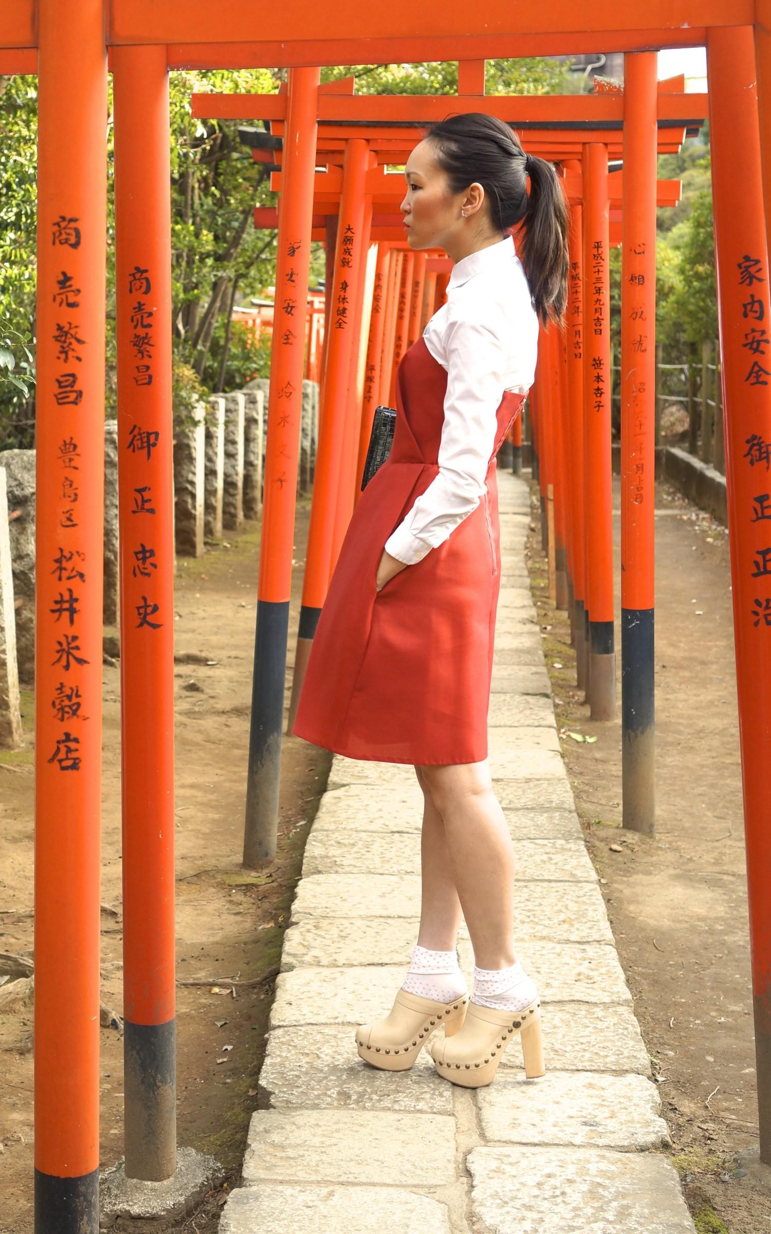 mariko kuo at the red torii at nezu shrine tokyo