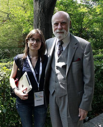 Vint Cerf y Marilín Gonzalo