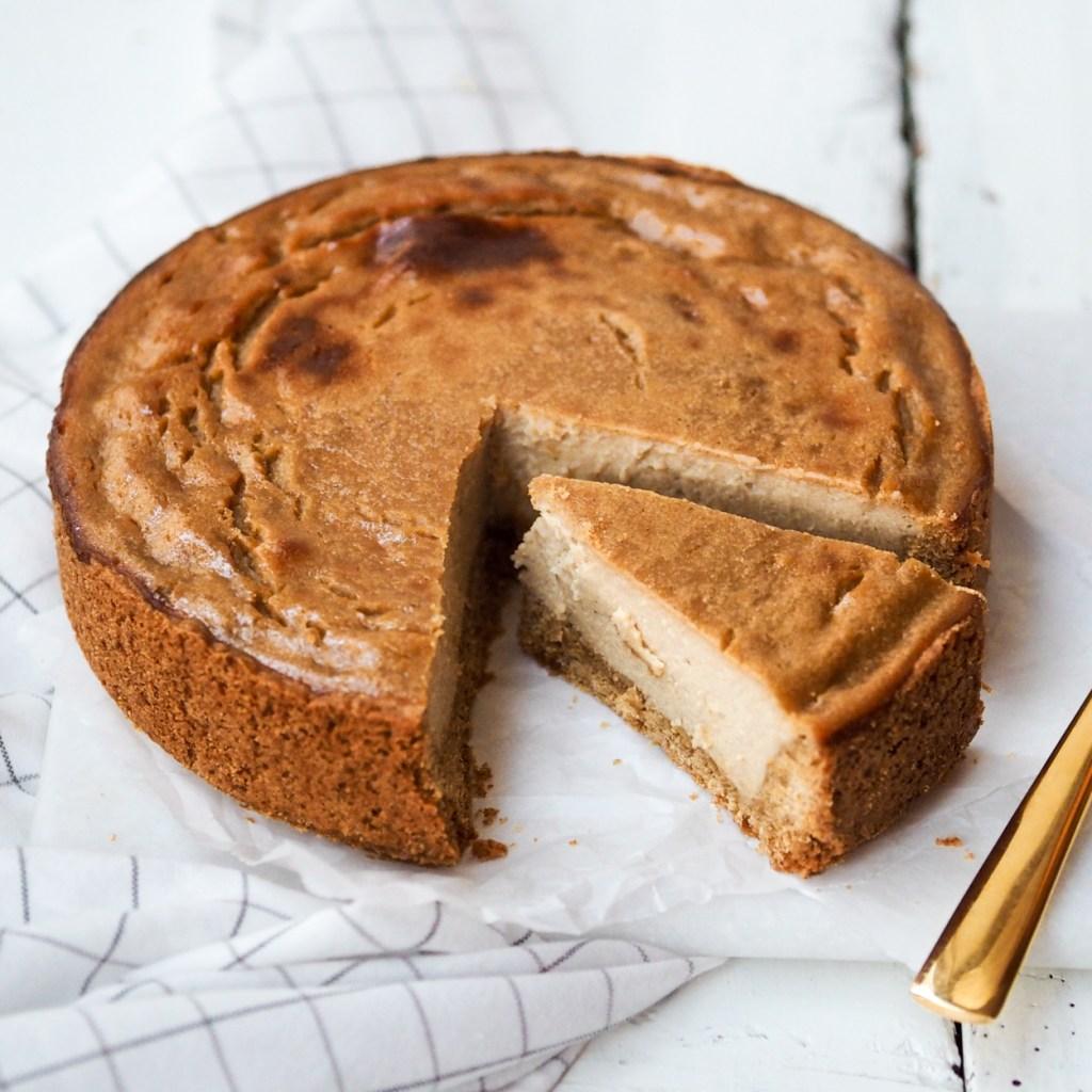 Klassischer veganer Käsekuchen mit Seidentofu und Quark , sehr schnell gemacht und überzeugt auch Nicht - Veganer