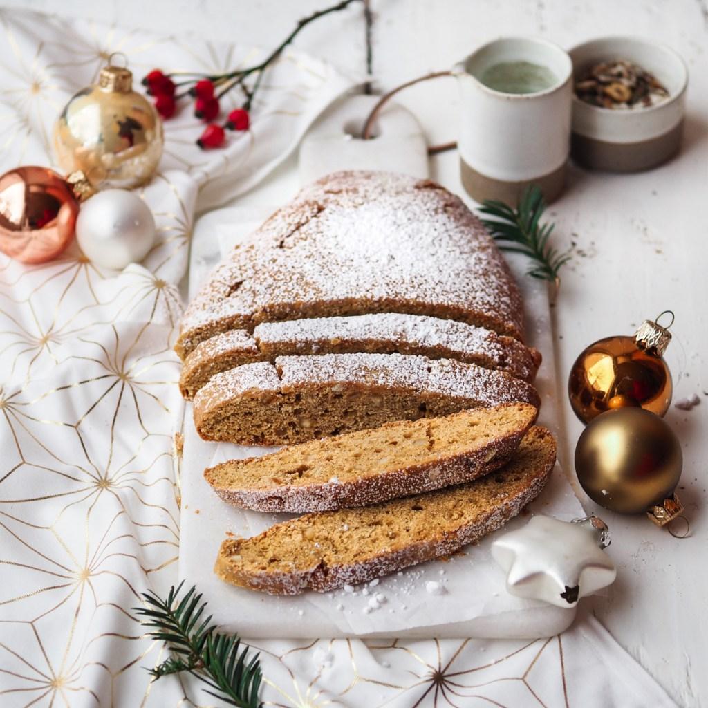 Veganer Weihnachtsrezepte - Stollen wie von Oma. Schnell gebacken, gelingt jedem und schmeckt einfach himmlisch!