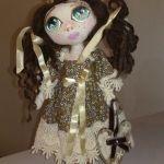 Muñeca de tela con patrones