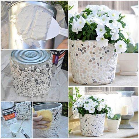 florero o maceta con lata y piedras
