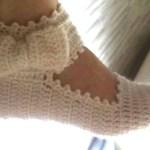 Pantufla con pulsera y lazo a crochet con tutorial completo