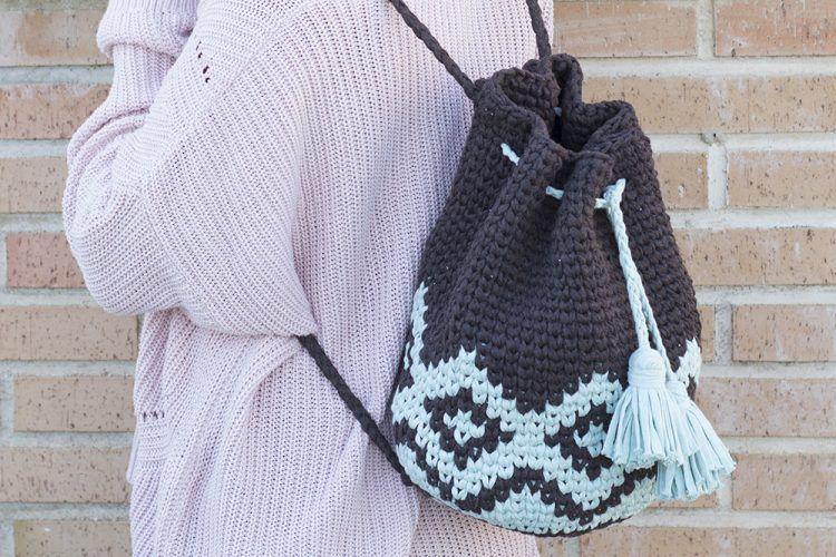 Tutorial para hacer una mochila boho de trapillo - Marina Creativa
