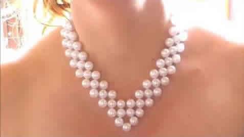 Collar de perlas en forma de V
