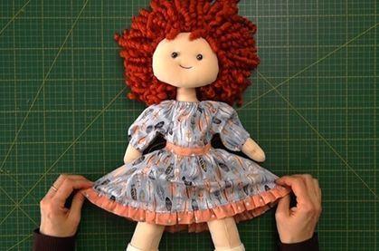 Patrón vestido con volantes para muñecas