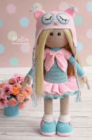 Muñeca amigurimi con sombrero de búho