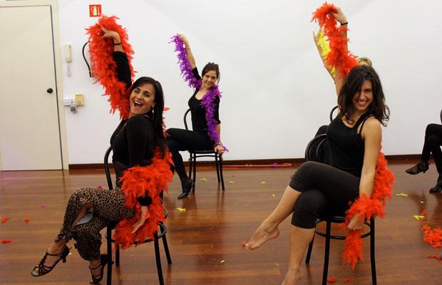strip-dance-baile-sexy-con-boa-plumas-barcelona-12