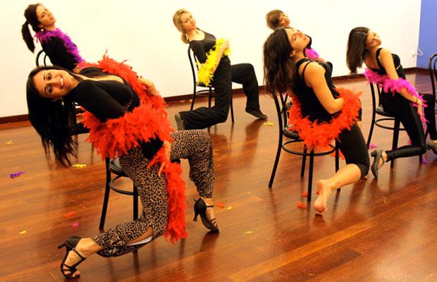 strip-dance-baile-sexy-con-boa-plumas-barcelona-7