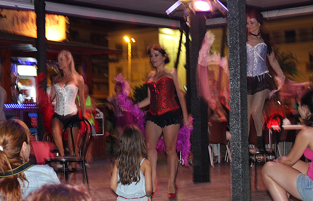 Actuacion-burlesque-Pineda-de-Mar-5